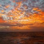 Ciel de traîne au coucher de soleil